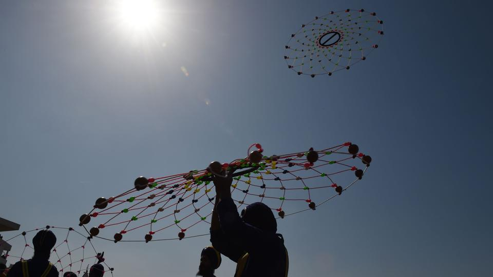 A Nihang performs 'Gatka', an ancient form of Sikh martial art, during the Hola Mohalla festival in Anandpur Sahib.  (Money SHARMA/AFP)