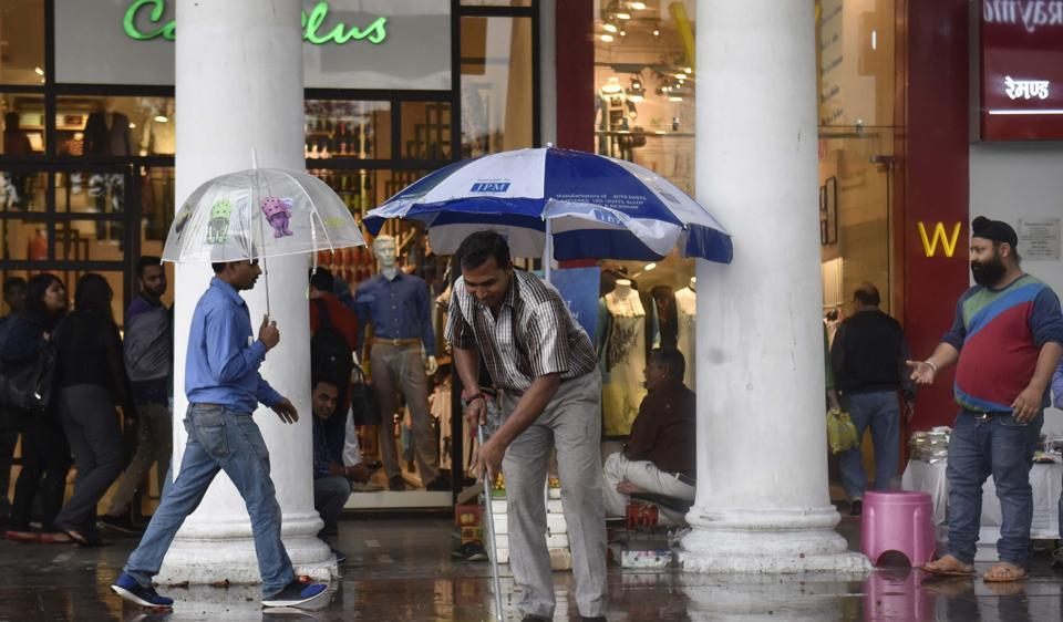 Sudden rain in Connaught Place in New Delhi, India, on Thursday, March 9, 2017. (Photo by Sushil Kumar/ Hindustan Times)