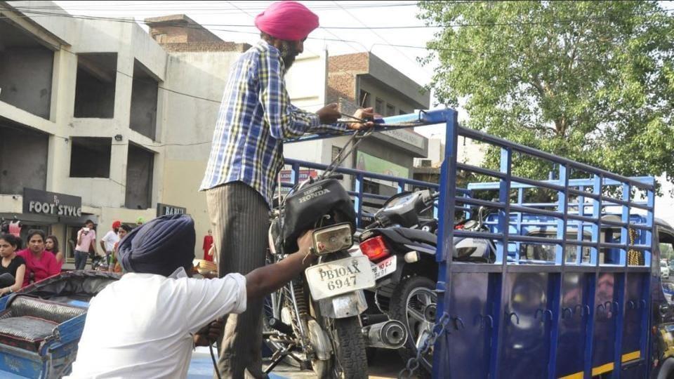 wrong parking,traffic rule violation,Ludhiana