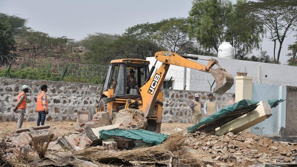 The drive on Tuesday led to the MCG recovering 142 acres of land, mainly unoccupied land of 34 farmhouse owners, while no action was taken in reclaiming the panchayat land.