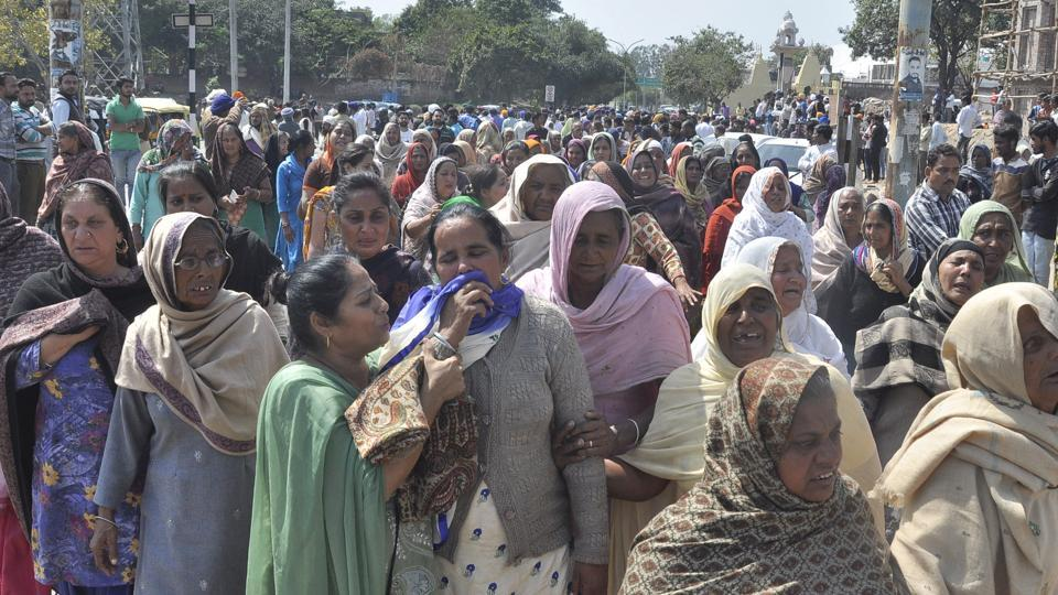 Accusing the police of soft-pedalling, hundreds of Saketri residents blocked the railway underbridge at the Mansa Devi Complex for more than five hours on Tuesday.