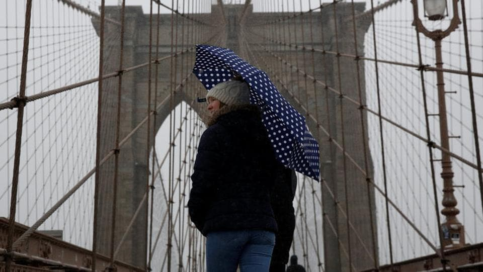 People walk across the Brooklyn Bridge during a snowstorm in New York City, U.S., March 14, 2017. (Brendan McDermid/REUTERS)