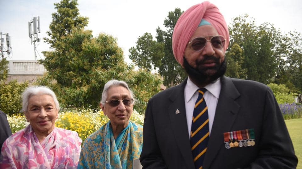 Brother Malwinder Singh and their two sisters at Amarinder's swearing-in as Punjab CM in Chandigarh on Thursday. (HT Photo)