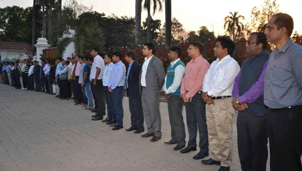 IAS officers,Human chain,BSSC chairman