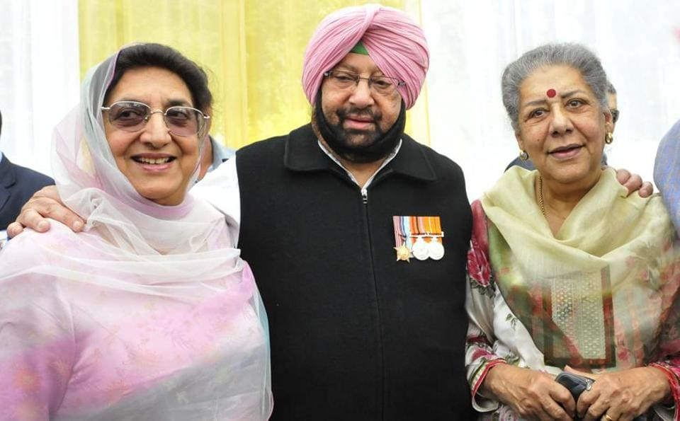 Amarinder with (left) former CM Rajinder Kaur Bhattal, who lost this time from Lehra segment, and Ambika Soni after his oath ceremony at Raj Bhawan in Chandigarh on Thursday. (Keshav Singh/HT)