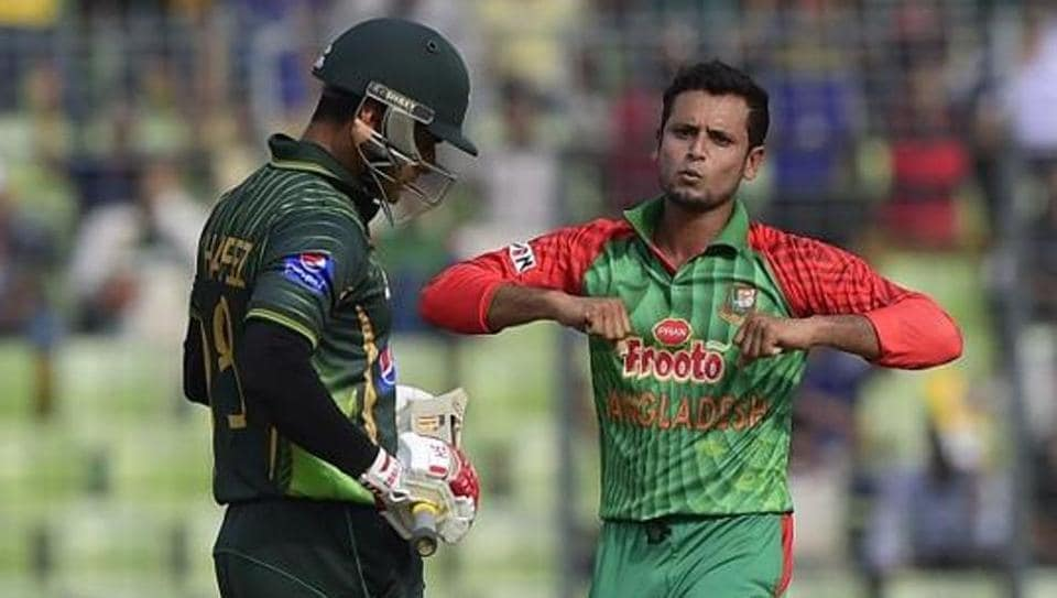 Bangladesh's Arafat Sunny (R) has been released in bail , two months after being arrested following a complaint by his girlfriend.