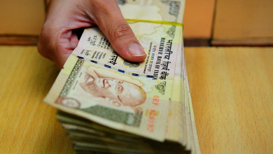 Cash Worth Rs 2 Crore In Demonetised Notes Seized Mumbai