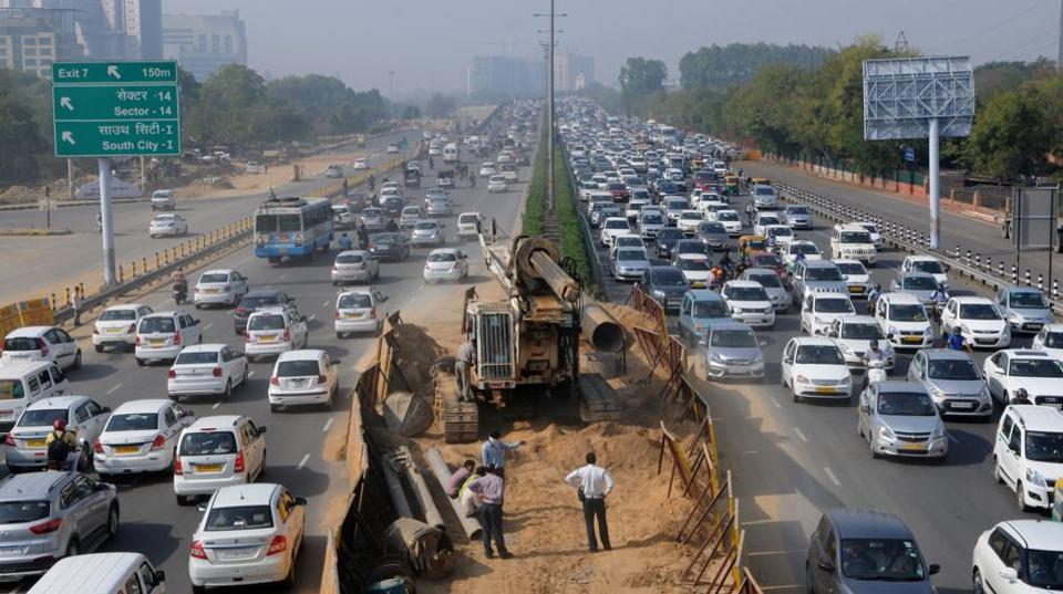 Traffic congested from Signature Tower chowk to Iffco chowk because of barricades installed on the Delhi-Gurgaon Expressway.