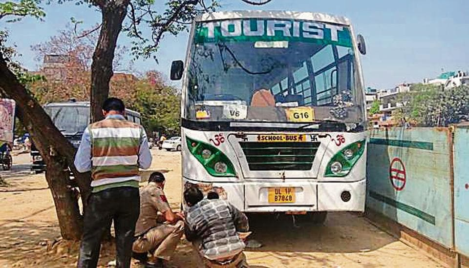 Girl crushed by bus,Delhi accident,Moolchand accident