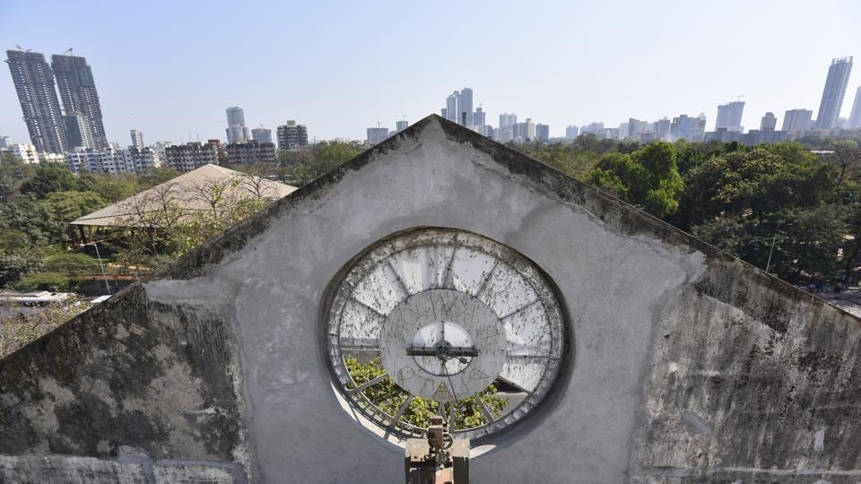 In a city where moments become ever more precious, and measuring time becomes ever more sophisticated, public clocks that kick-started that movement are the ones left behind by time. (Vijayanand Gupta/HT Photo)