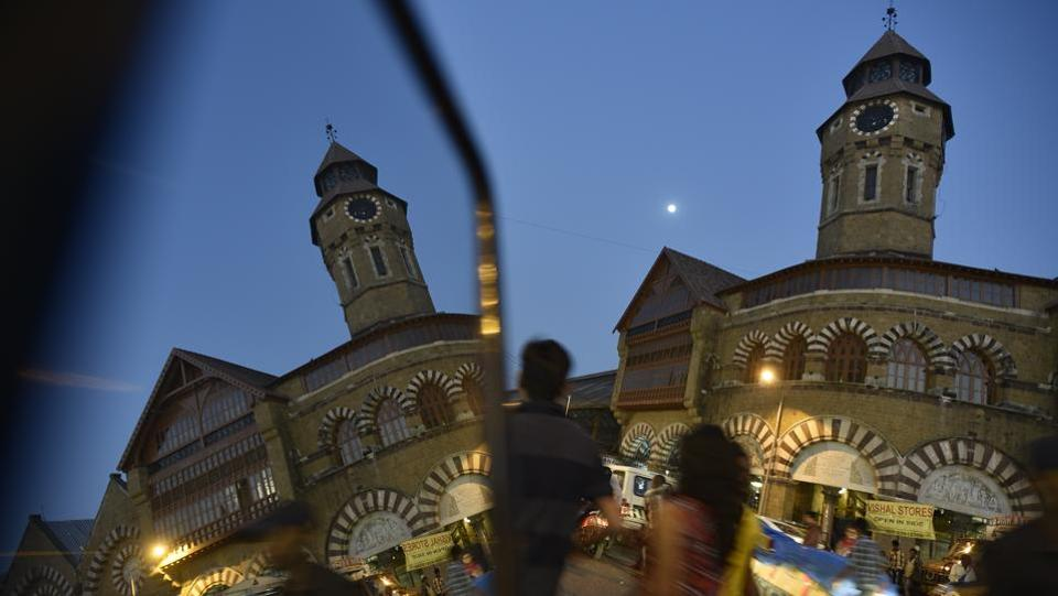 In Mumbai, time is money. Distances are measured in commuting minutes, not kilometers. No one has the patience for a sigh; fortunes can be lost on a moment's indecision. It wasn't long ago when commuters confirmed the time by looking up, at the various clock towers that dot the city. The Mahatma Jyotiba Phule Mandai, formerly known as Crawford Market, is one such busy market in South Mumbai . (Vijayanand Gupta / HT Photo)