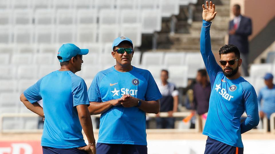 Virat Kohli (R) resumed training on Friday morning after walking off the field injured on Day 1 of the 3rd Test between India and Australia in Ranchi .