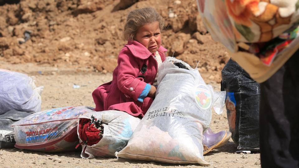 A displaced Iraqi girl who fled from Islamic State militants cries as Iraqi forces battle with the militants in the Mansour district of Mosul. The conflict has taken a devastating toll on the mental health of Syria's children.  (Ari Jalal / REUTERS)