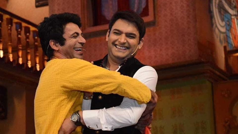 Sunil Grover (L) and Kapil Sharma in a screengrab from their show.