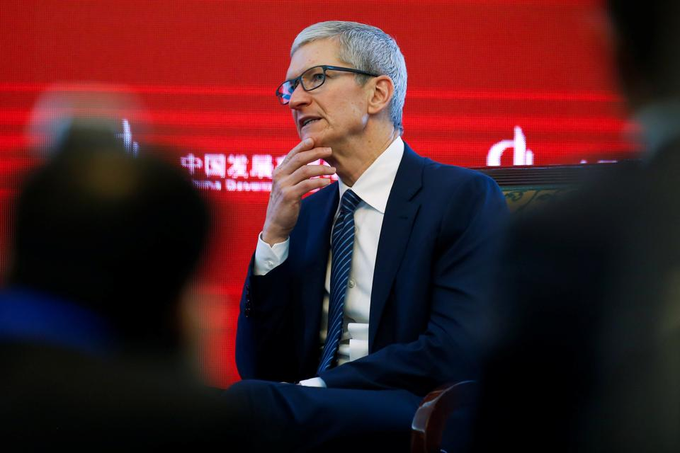 Apple CEO,Tim Cook,China manufacturing