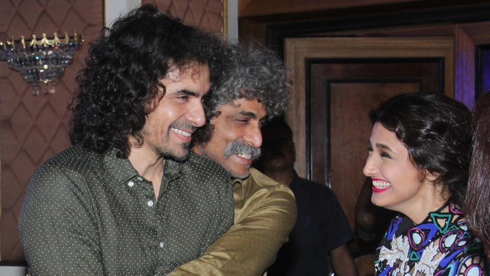 Director Imtiaz Ali shared a light moment with actors Makrand Deshpande and Ragini Khanna at the awards on March 20, 2016. (Pramod Thakur/ HT Photo)