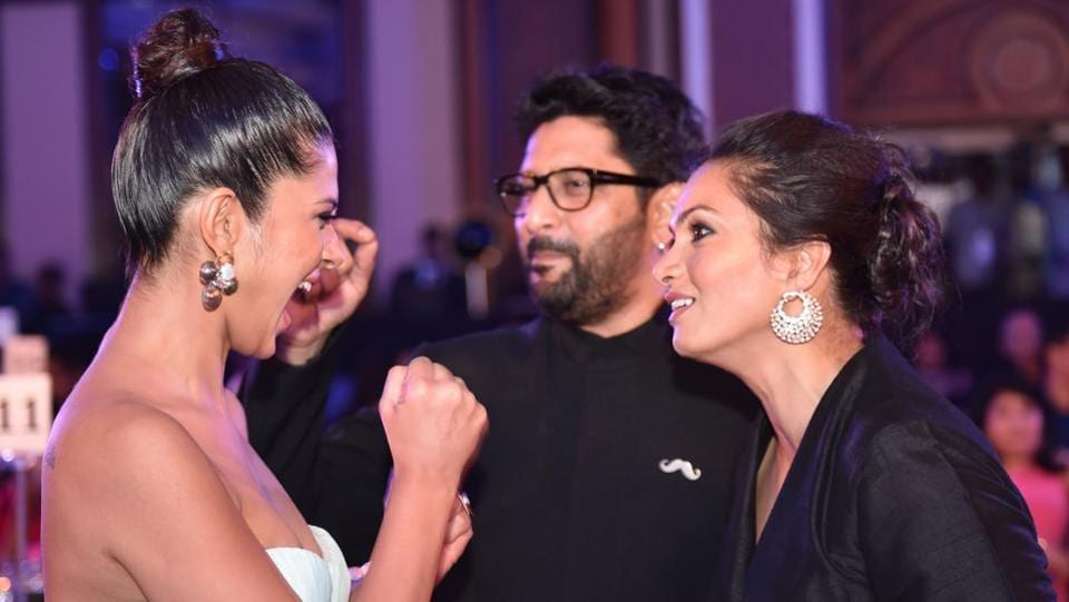 Jennifer Winget was in high spirits at the do. She was caught mingling with actor Arshad Warsi and his wife Maria Goretti. (Pratham Gokhale/ HT Photo)