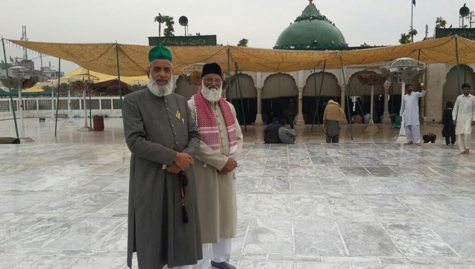 The two missing clerics from Delhi's Hazrat Nizamuddin dargah who went missing in Pakistan on Thursday have reportedly been traced to Sindh.