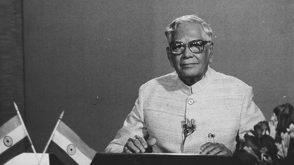 A file photo of former president R Venkataraman.  In 1989, President R Venkataraman sought to create a government by calling upon leaders of parties according to the size of their Lok Sabha representation.