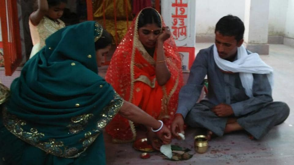 Sangeeta and Ramkeshwar Yadav performing religious rituals after their marriage in Gaya district on Friday.