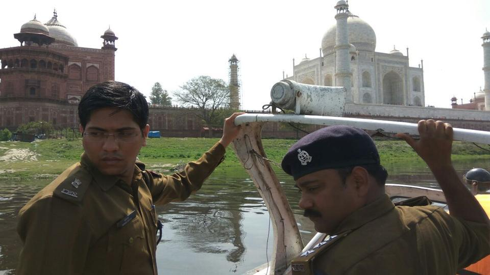 Superintendent of police Sushil Ghule (left) conducts a security drill on the Yamuna in the backdrop of the Taj Mahal.