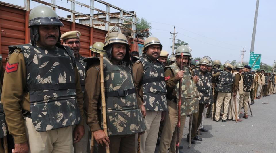 Haryana police battalion deployed at Delhi-Gurgaon Sarhaul border as Jat community  threatened to  intensify their protest in Delhi on Monday. The protest was later called off