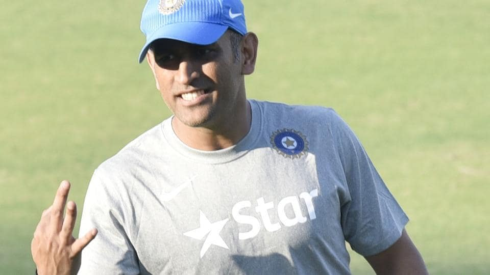 M S Dhoni registered a complaint with Delhi Police regarding the theft of his three mobile phomes.