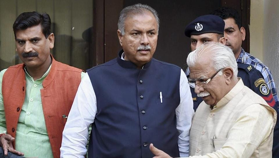 Haryana chief minister Manohar Lal Khattar (right) with Jat leader Yashpal Malik (centre) ahead of a press conference announcing that the protest march to Delhi has been called off, at the Haryana Bhawan in New Delhi on March 19, 2017.