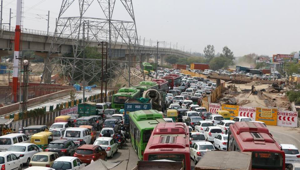 The jam at the DND Kalindi Kunj as police put up barricades to block all but one entry lanes to Delhi.