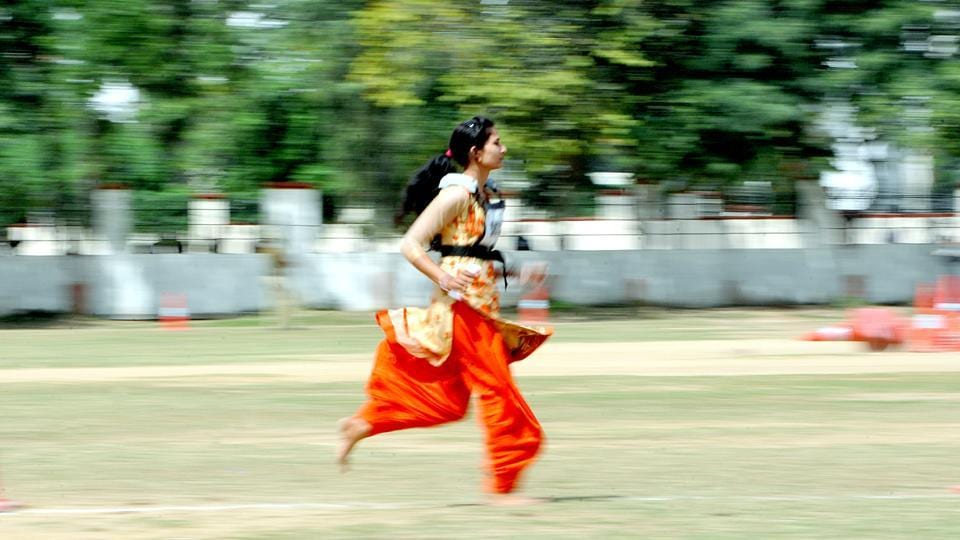 A candidate running during  a  recruitment rally of Jammu and Kashmir Police (JKP), in Jammu. (Nitin Kanotra / Hindustan Times)