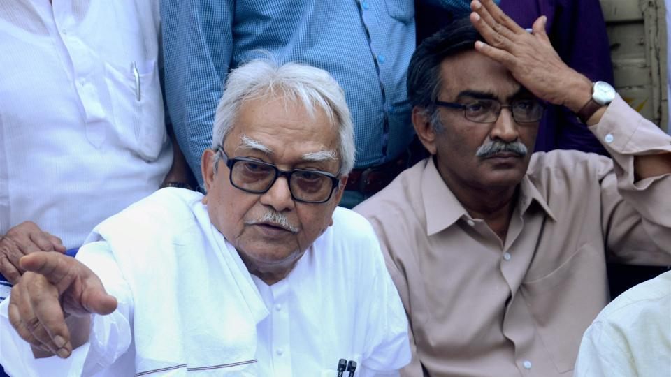 Left Front chairman Biman Basu with CPI(M) politbureau member Surya Kanta Mishra at a protest over the Narada case in Kolkata on Monday.