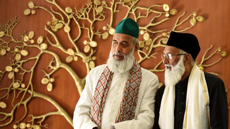 Hazrat Nizamuddin Dargah head priest Syed Asif Nizami (R) and his nephew, Nazim Ali Nizami, before a meeting with external affairs minister Sushma Swaraj in New Delhi on Monday.