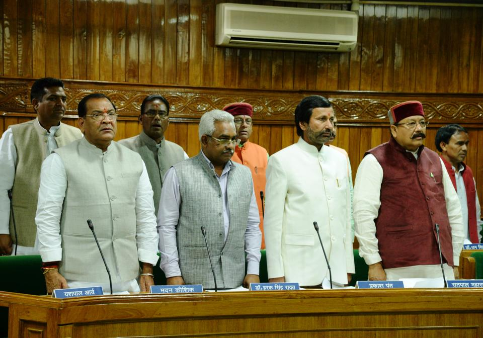 Protem speaker Harbans Kapoor (C) administers oath to MLAs  on Tuesday.