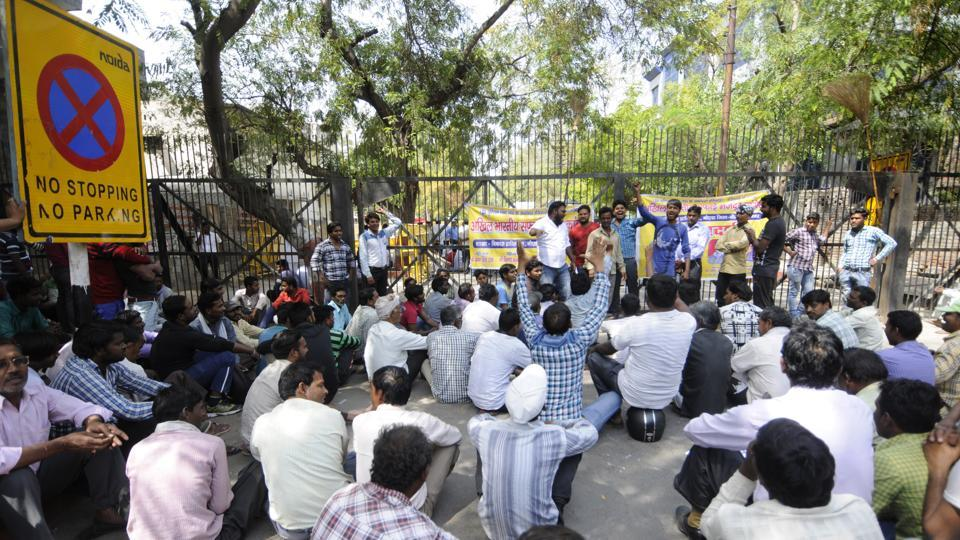 Around 200 sanitation workers stopped collecting solid waste in the morning and gathered outside the Noida authority's administrative building in Sector 6 around 11am.