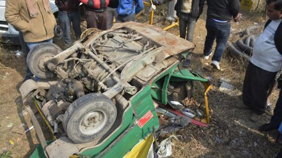 Audi crash,four killed,Ghaziabad accident