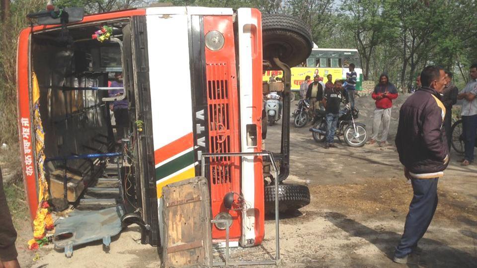 20 injured,bus,Tanda