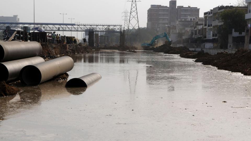 The master water pipeline of the Huda burst on Monday, flooding the area near Sector 17 C where road widening is underway.