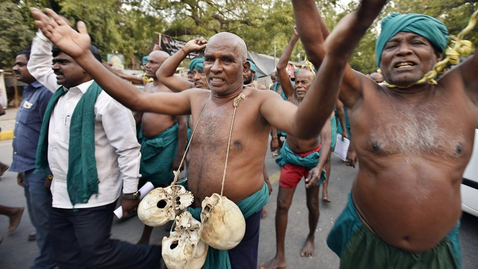 Farmers from Tamil Nadu who had been protesting at Jantar Mantar, wearing green dhotis and carrying skulls of allegedly other farmers who have committed suicide in the face of what has been reportedly called one of the worst droughts in the states, have temporarily called off their movement. (Raj K Raj/HT PHOTO)