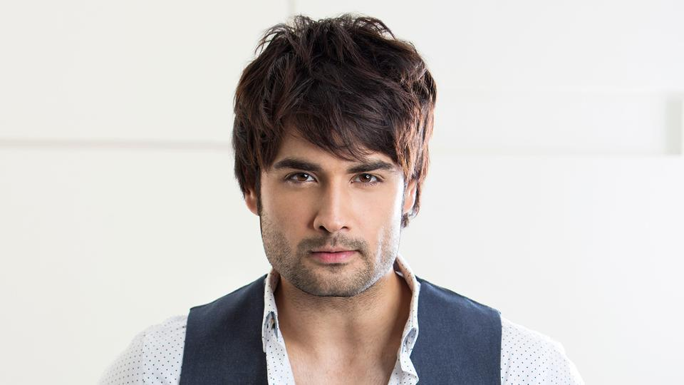 Actor Vivian Dsena says he doesn't like to make many friends.