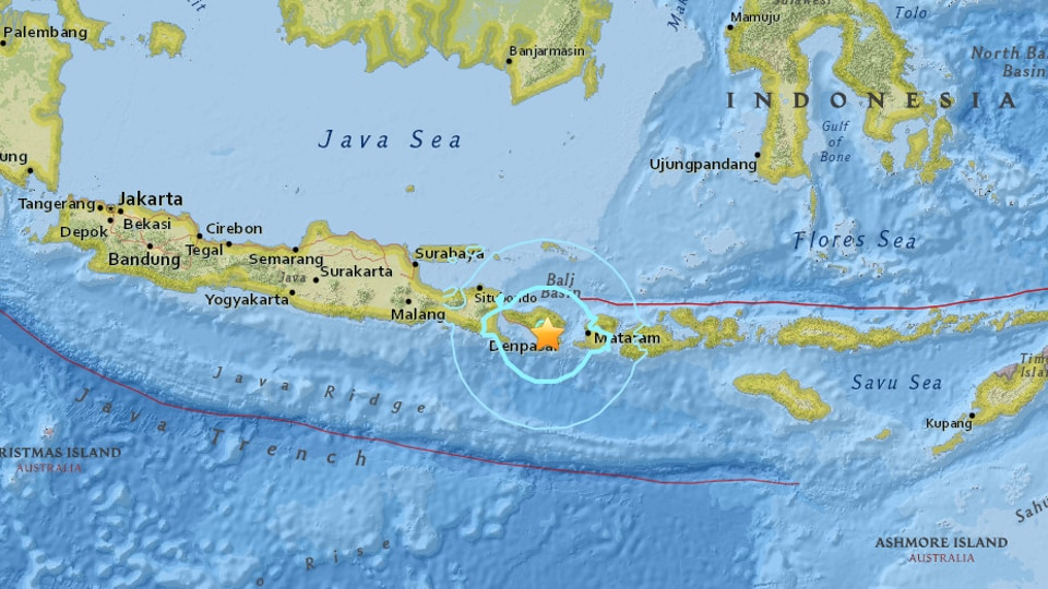 The United States Geological Survey says the magnitude 5.5 earthquake that struck at 7:10 am on Wednesday (23:10 GMT Tuesday) was centered 2 kilometers (1,4 miles) northeast of Banjar Pasekan.