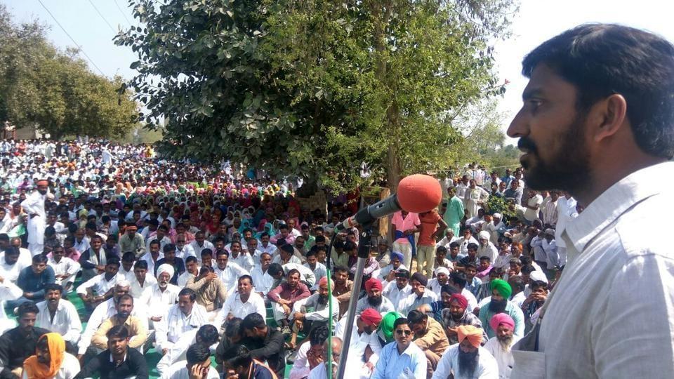 RSS member Pramod Delu addresses the mahapanchayat in Rajasthan's Hanumangarh district.