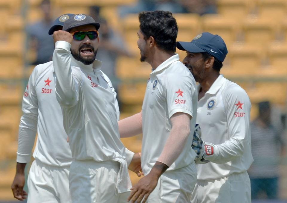 India cricket team captain Virat Kohli (L) celebrates with Umesh Yadav (C) and other teammates after the dismissal of Australia cricket team captain Steve Smith after the incident that triggered the DRS controversy and the famous 'Brain Fade' episode.