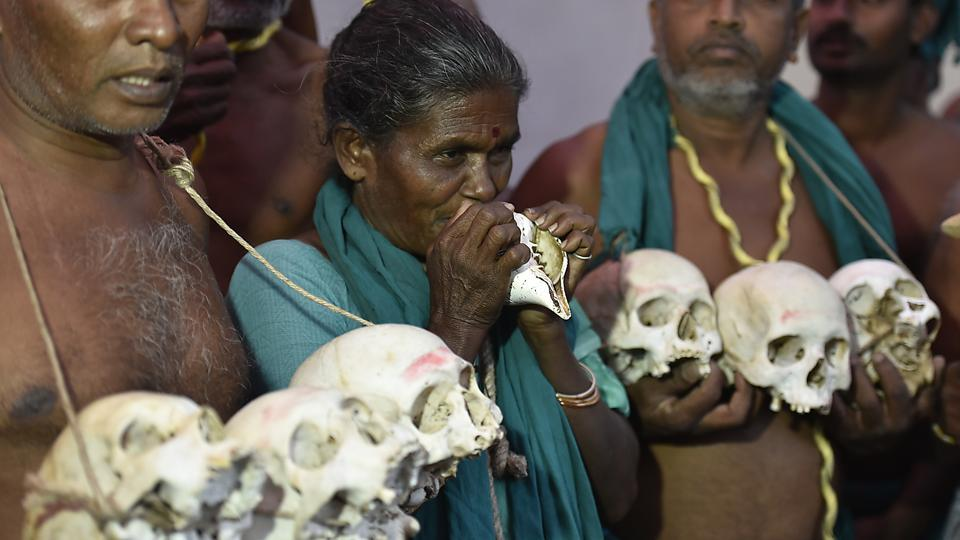 The protesters say around 400 farmers have killed themselves over the past six months and claim that the skulls, apparently dug out of family graves, are of some of the farmers who committed suicide. (Raj K Raj/HT PHOTO)
