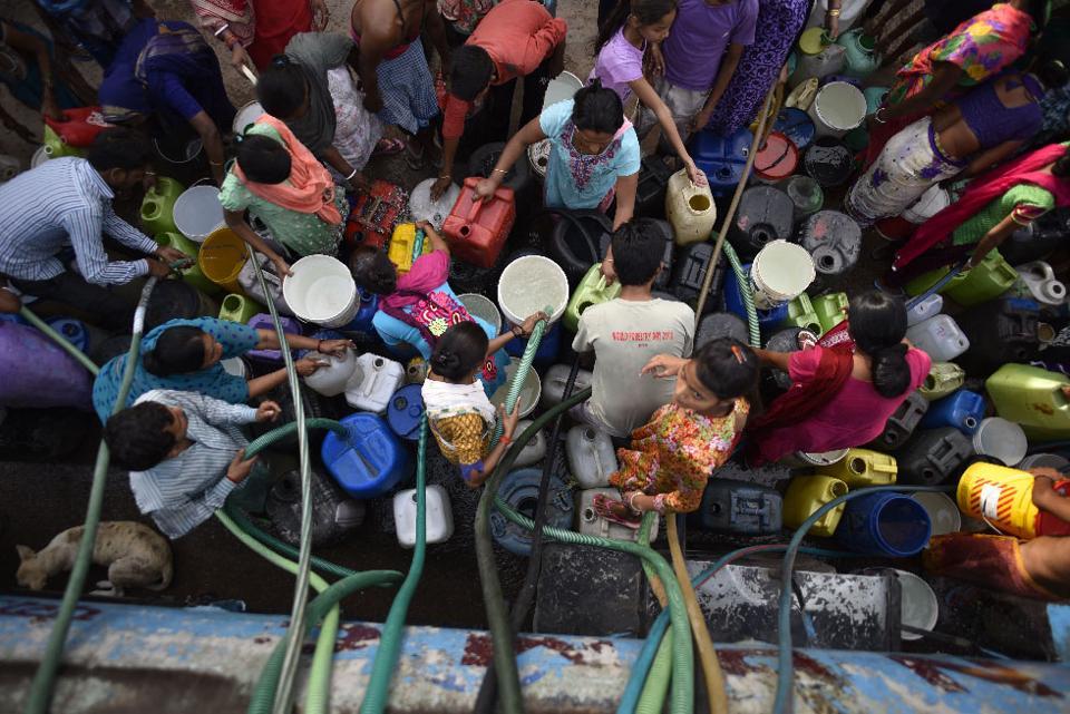 New Delhi, India - April 16, 2016: People seen filling drinking water at Chanakyapuri slum area as water crisis hits Delhi in New Delhi, India, on Saturday, April 16, 2016. (Photo by Ravi Choudhary/ Hindustan Times)