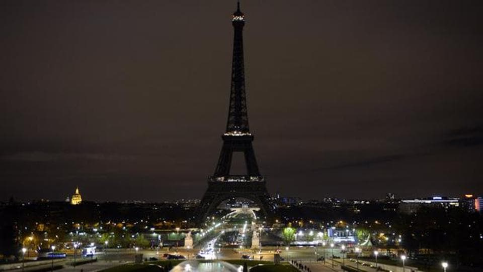 Lights on Eiffel Tower were switched off on Wednesday midnight after London attack.