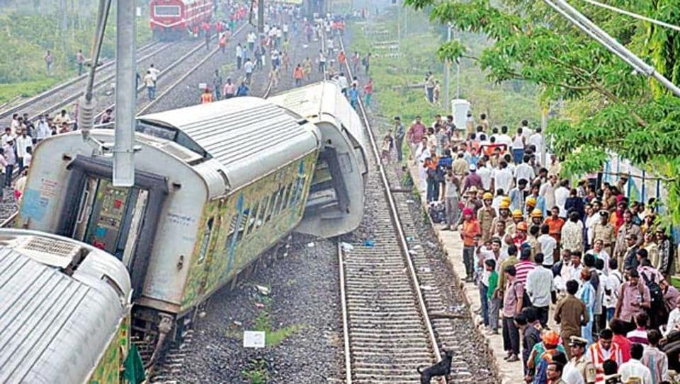 Passengers on Jaipur-Mumbai Duronto Express had a narrow escape when its engine got separated from the train near Vedchhi railway station in Navsari district of Gujarat.