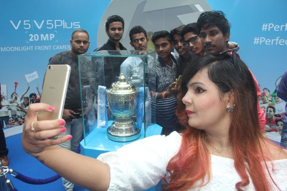 Fans thronged in huge numbers at a mall in Lucknow to have a close look of the IPL Trophy on Thursday. The glittering trophy reached the city after travelling to nine cities across the country.