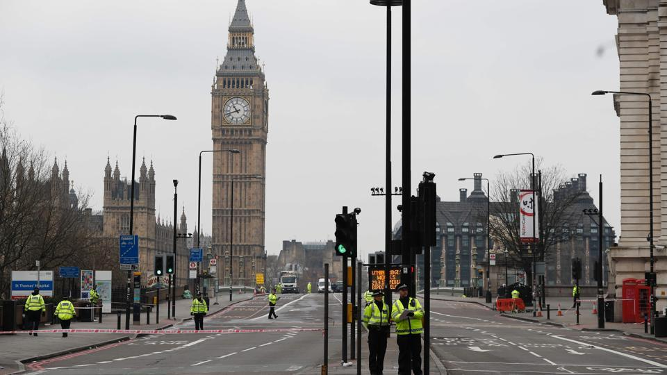 Police secure a cordon blocking access to Westminster Bridge and the Houses of Parliament in central London on March 23, 2017 as debris is cleared following the March 22 terror attack in Westminster in central London.