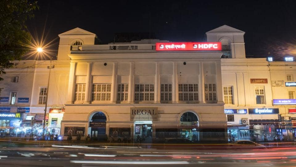 Regal Cinema at Connaught Place pictured amid moving traffic. Regal, the 84-year-old movie hall in the heart of Delhi will close down on March 31, only to return as a multiplex. The next change, Anushka Sharma starrer Phillauri, will be last movie to be screened in the cinema's current single-screen avatar. (Sanjeev Verma/HT File Photo)