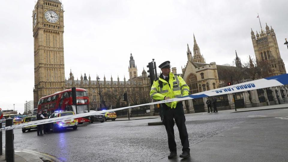 Police tapes off Parliament Square after reports of loud bangs, in London, Britain, March 22, 2017.  (Stefan Wermuth / REUTERS)